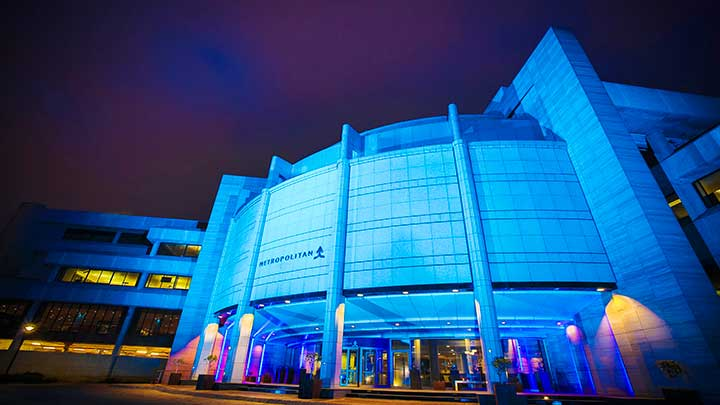 Philips Color Kinetics Vaya MP LED lights shine on the Metropolitan façade.