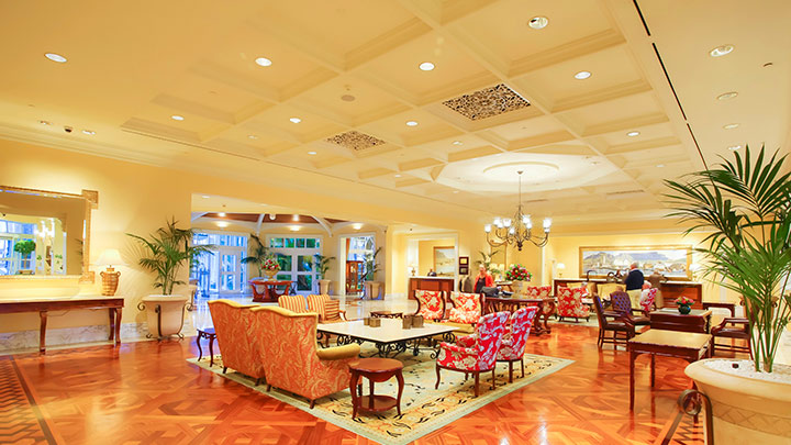 Conventional candle lamps, halogen spots, and downlights were replaced with efficient LED lighting solutions at Table Bay Hotel.